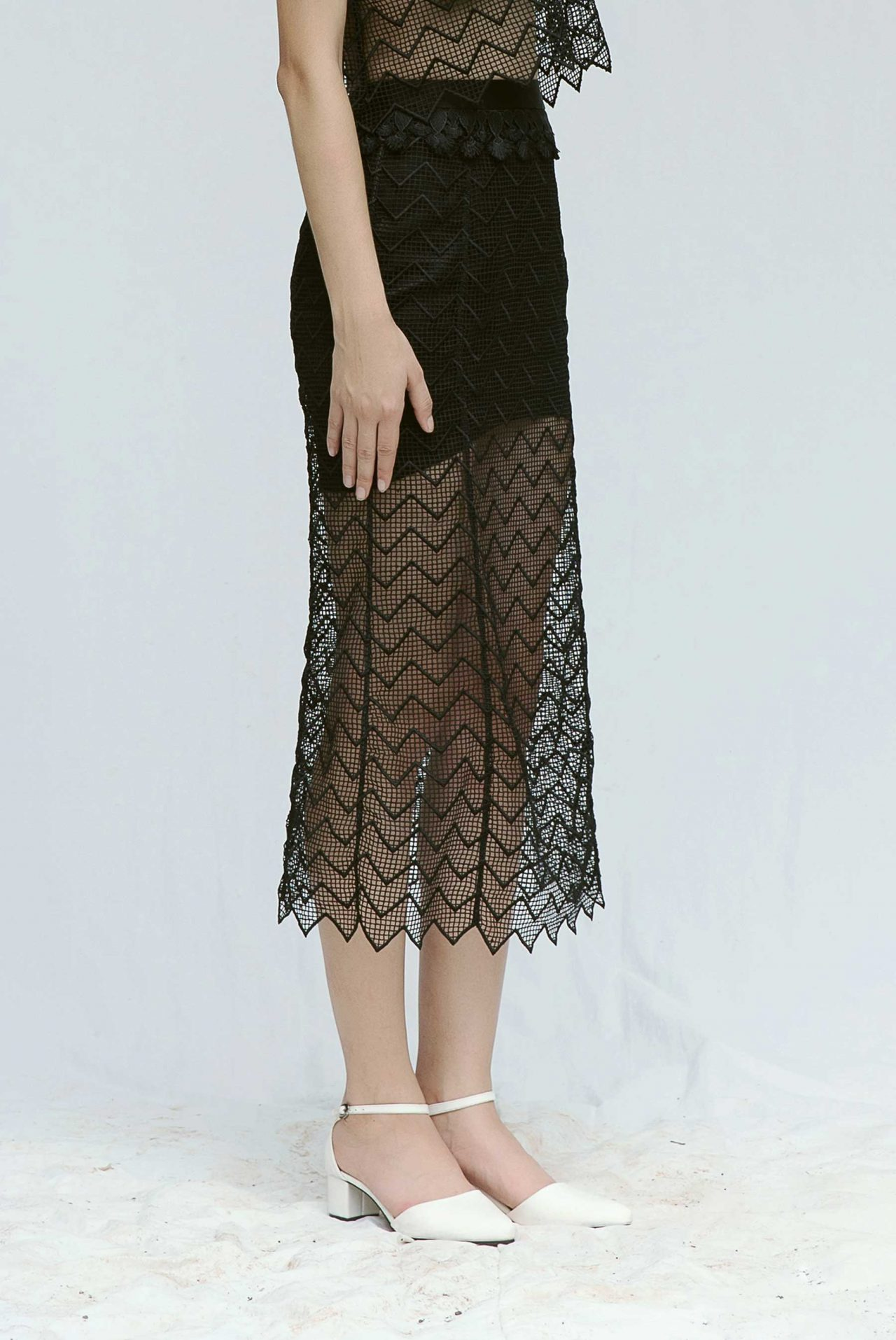 7317-mermaid-lace-skirt-black2