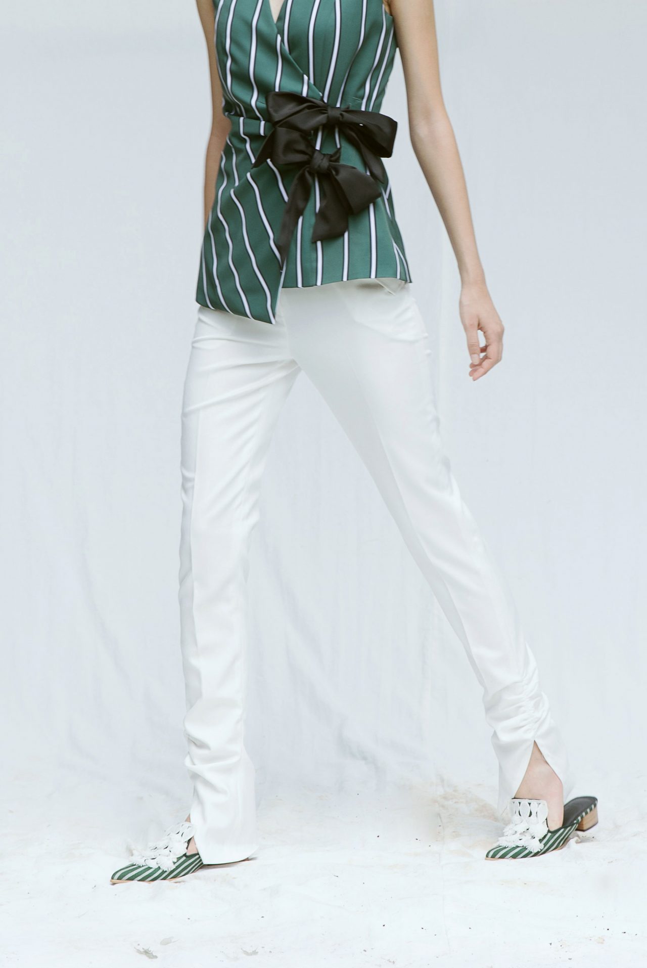 7423-Ruched-ankle-pants-white